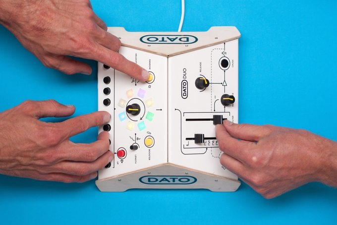 Dato Duo synth