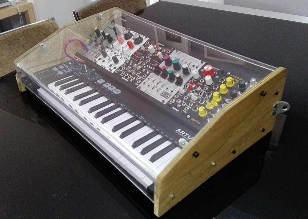 DIY: A Brilliant Portable Eurorack Setup + Arturia Keystep