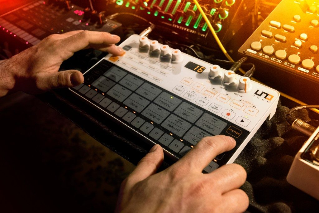 IK Multimedia UNO Drum, the new analog drum machine